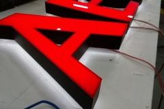 litery 3D z bloku ledowego